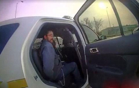 روش جالب خواستگاری از پلیس زن هنگام دستگیری