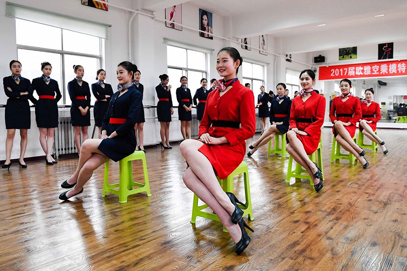 دوره آموزشی جالب و سختگیرانه دختران مهماندار چینی