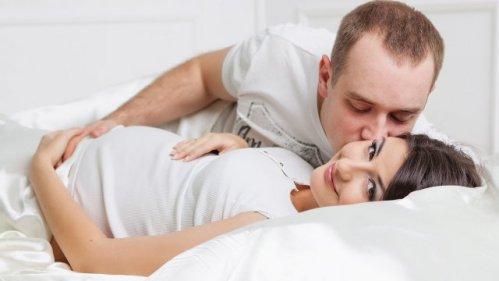 حمایت عاطفی شوهر در ماه سوم بارداری همسر