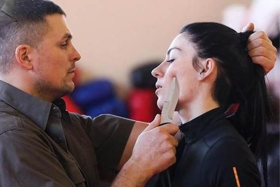 دختر زیبای روسی استاد دفاع شخصی مردان