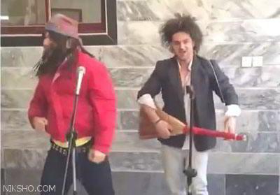 رقص و خوانندگی خنده دار دو تن از جوانان ایرانی