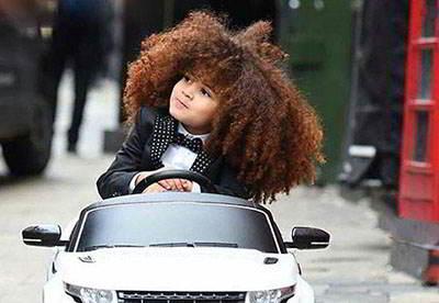 موهای کودک انگلیسی 5 ساله جنجالی شد