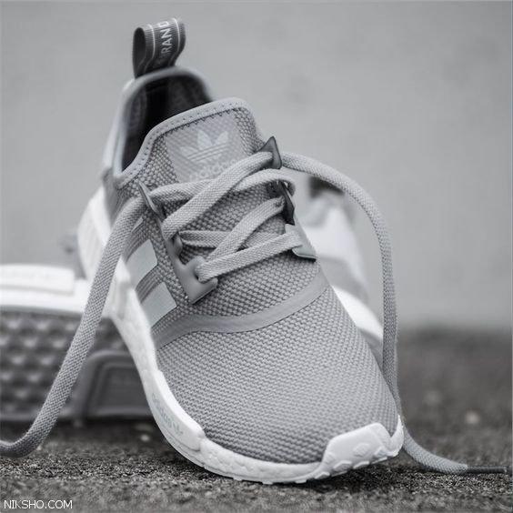 مدل کفش اسپرت زنانه را از برند آدیداس ست کنید
