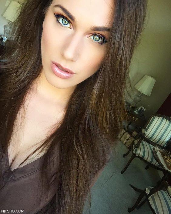 دختر سوپر مدل آمریکایی که دو واژن در بدن خود دارد