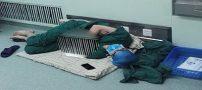 پزشک چینی بعد از ۲۸ ساعت جراحی در راهرو خوابش برد