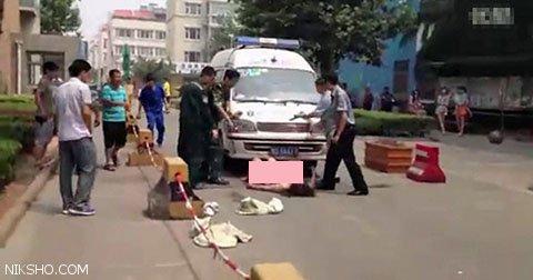اقدام جنجالی زن کاملا برهنه با معشوقه همسرش در خیابان