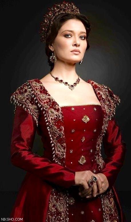 درباره نورگل یشیلچای بازیگر زیبارو و مشهور ترکیه ای