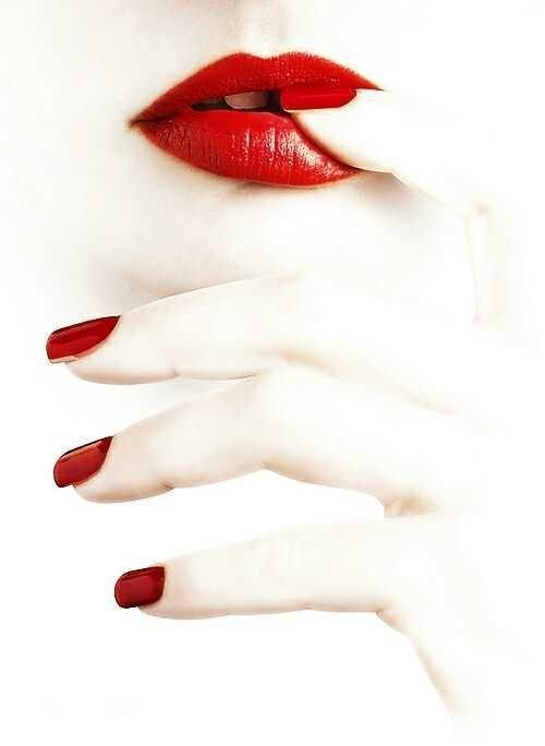 مدل های داغ آرایش لب برای همسر به رنگ قرمز
