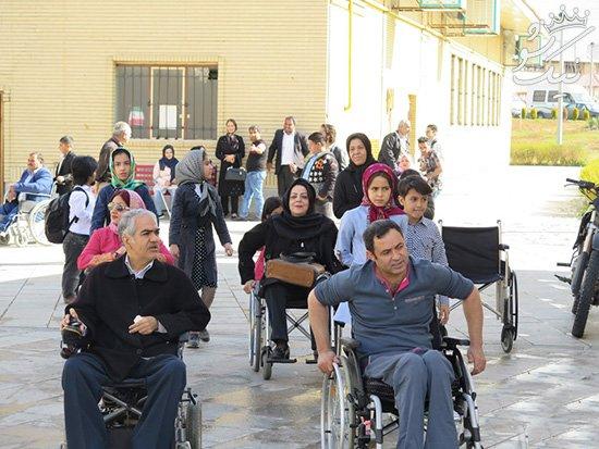 شما چند فرد معلول موفق در اطراف خود می شناسید؟