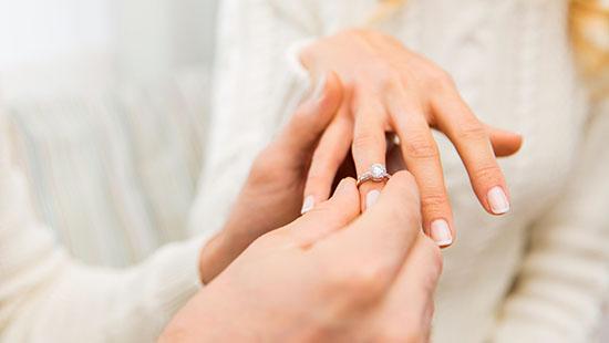 دلیل شادی دختران و پسرانی که دیر ازدواج می کنند