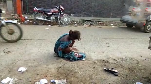 زایمان این دختر وسط خیابان از بارداری نامشروع +عکس