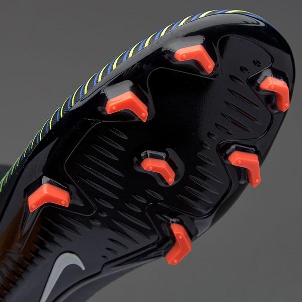 انتخاب کفش مناسب برای چمن مصنوعی ، چمن طبیعی و سالنی