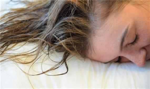 عوارض خوابیدن با موهای خیس ، خشک نکردن موی سر