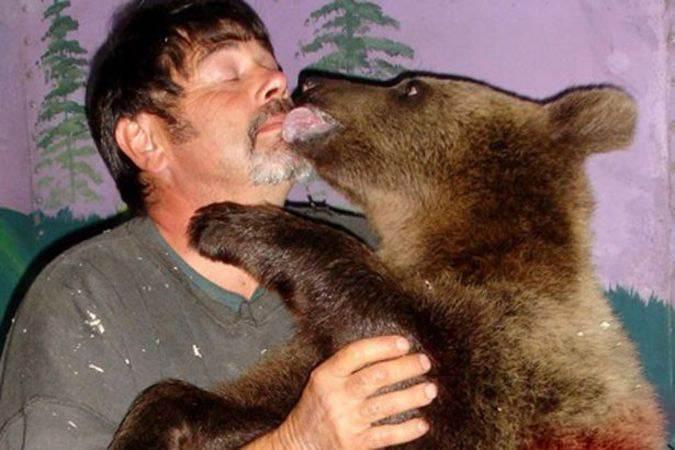 زندگی جالب زوج آمریکایی با خرس غول پیکر