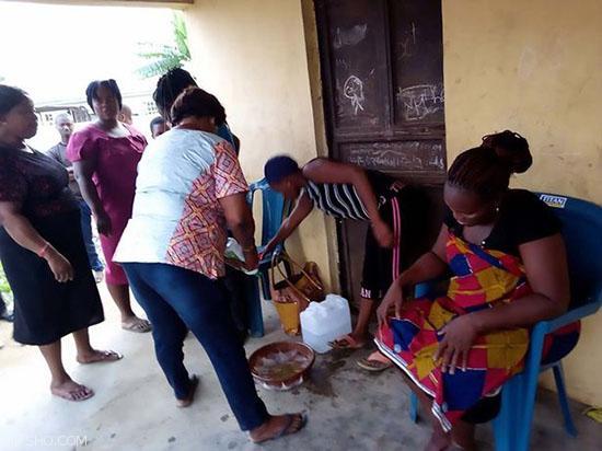 زنی نیجریه ای پس از دو سال حاملگی بز به دنیا آورد