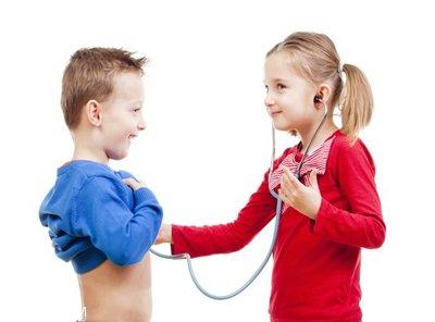 وقتی کودکان دکتر بازی می کنند چکار کنیم؟