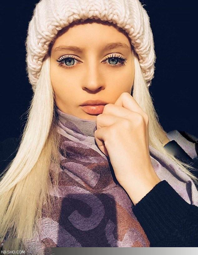 دختر جذاب روس که بطور طبیعی شبیه باربی است