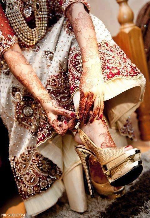 مدل های صندل زنانه هندی همراه با طرح حنا روی پا