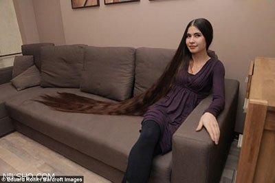 دختر جذابی که موهای 2 متری بسیار زیبا دارد