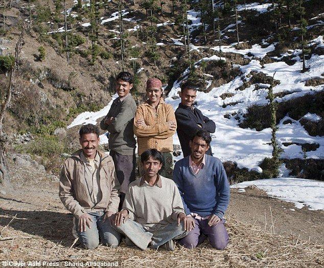 زندگی زناشویی یک دختر و 5 شوهر بصورت همزمان در یک خانه