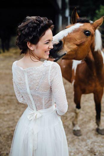 ازدواج و رابطه جنسی دختران خارجی با حیوانات +عکس