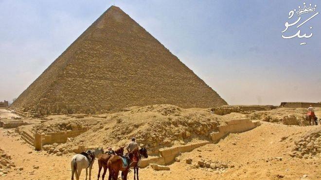 عکسهای رابطه جنسی زوج دانمارکی روی اهرام مصر جنجالی شد