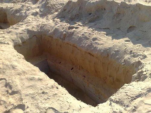 تعبیر خواب قدم زدن در قبرستان | سر قبر نشستن