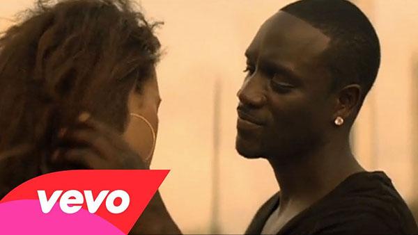 دانلود آهنگ (Right Now (Na Na Na از Akon اکان