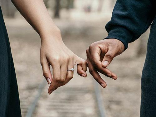 وابستگی و عاشق شدن چه تفاوت هایی دارند؟