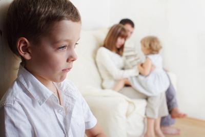 رفتار عادلانه بین فرزندان | تفاوت قائل شدن بین فرزندان