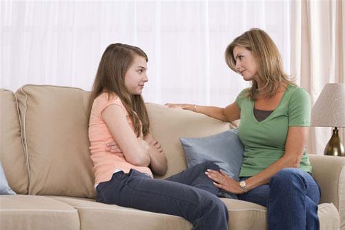 نقش مهم مادران در دوران بلوغ دختران