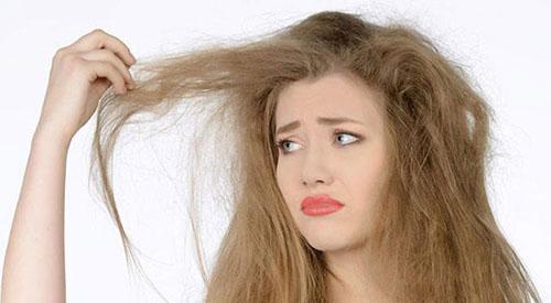 وز مو را چطور برطرف کنیم؟ جلوگیری از وز شدن موها