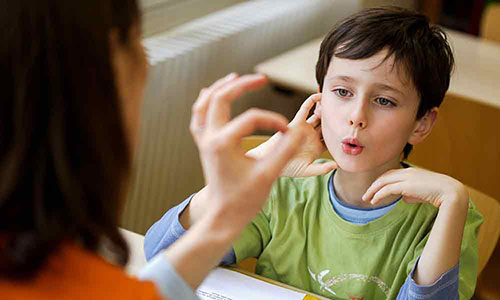 علت لکنت زبان ناگهانی در بزرگسالان و کودکان و راه درمان