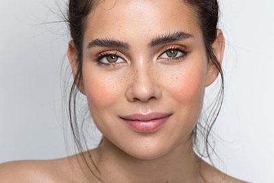 ترفندهای آرایش برای صورت لاغر و کشیده