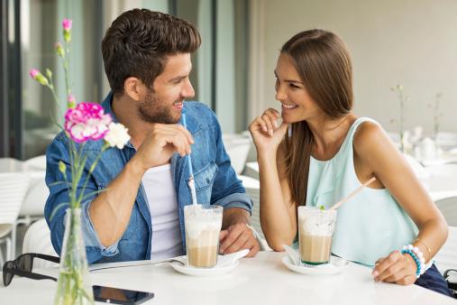 چگونه مردان را دلتنگ و عاشق کنیم؟ 6 راز مهم