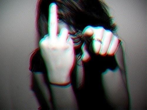 معنی علامت انگشت وسط | مراقبت این علامت باشید!