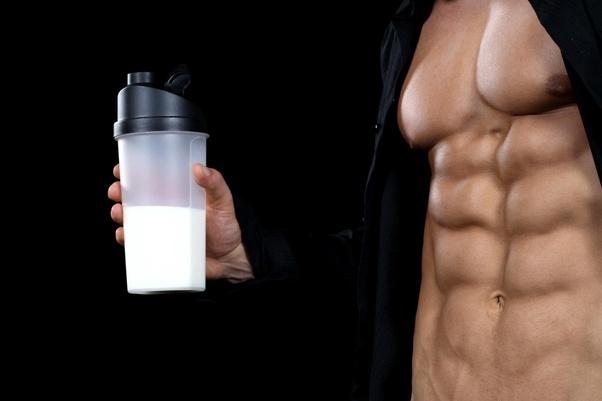 یک لیوان شیر چقدر پروتئین دارد؟
