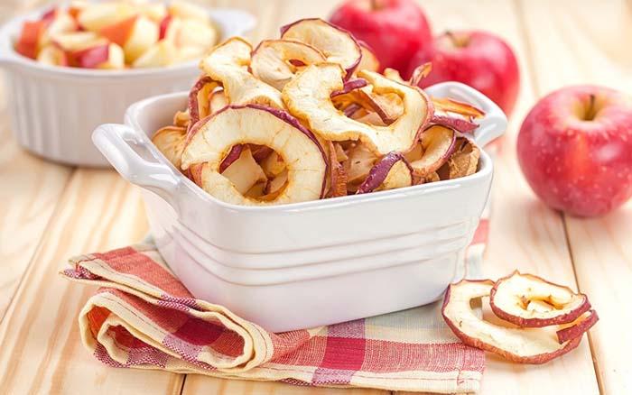 طرز تهیه سیب خشک خانگی | خشک کردن سیب در آفتاب