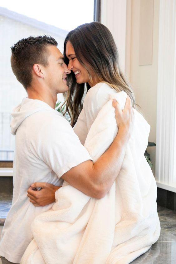 عکس بغل کردنهای عاشقانه روی تخت