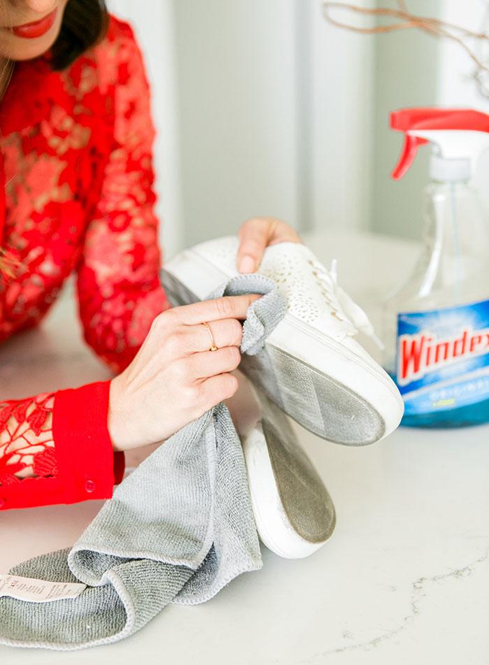 چگونه کفش های سفید را مثل روز اول تمیز کنیم؟