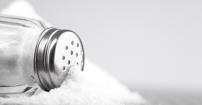 چقدر نمک مصرف میکنیم ، آیا لازم است کمتر نمک بخوریم؟