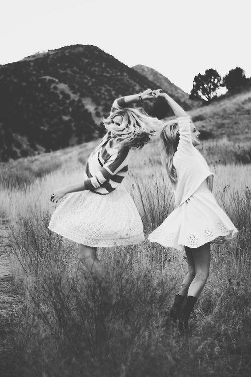 عکس دوستانه دونفره دخترانه صمیمی فانتزی