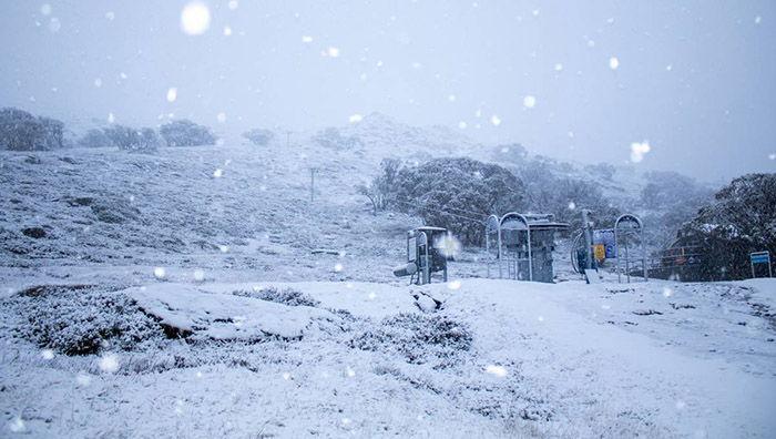 تعبیر خواب برف سنگین ،پا برهنه راه رفتن در برف