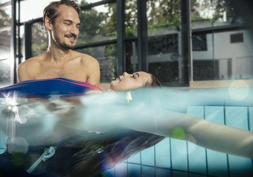 بهترین سن آموزش شنا برای کودک ،فواید شنا برای کودکان