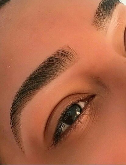 مدل آرایش ابروی پهن