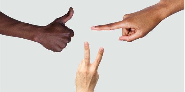 معنی علامت دو انگشت روی هم